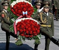 Возложение гирлянды воинской славы и цветов к памятнику «Могила Неизвестного солдата»