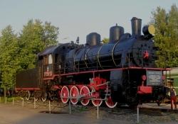Паровоз-памятник Дновским железнодорожникам