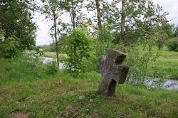 Гранитный крест XIV в