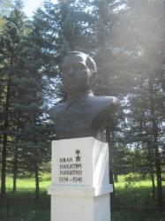 Бюст Ивану Никитичу Никитину