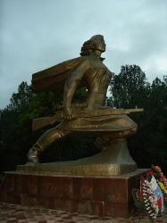 Памятник Алие Молдагуловой - герою СССР
