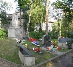 Братские могилы воинов Советской Армии