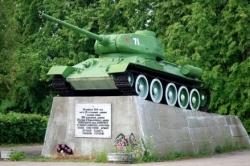 Танк-Т-34 в честь освобождения г Новоржева