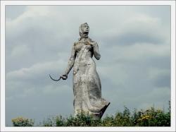 Памятник колхознице