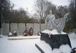 Братское кладбище павших воинов и партизан-освободителей