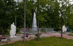 Мемориал погибшим землякам в городе Дно